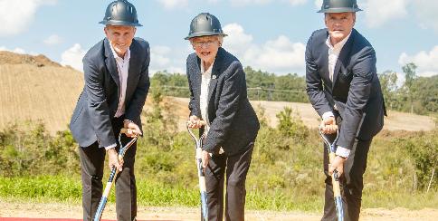Spatenstich für neue Batteriefabrik in der Nähe des Mercedes-Benz Werks Tuscaloosa