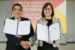 """Vereinbarung des """"MoU"""" durch Yuni Wang, Vorsitzende von wpd Taiwan Energy und Chien-Hsun Li, Geschäftsführer von Taiwan Green Power"""